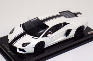 MR Collection 1:18 Lamborghini Aventador LP700-4 White Black Stripe