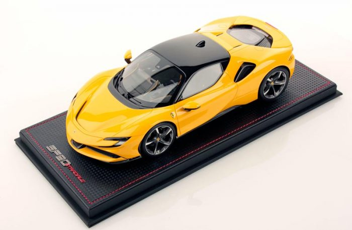 MR Collection 1:18 Ferrari SF90 Stradale Giallo Modena / Nero DS 1250
